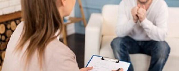 parlant avec patient