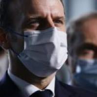 """Covid-19: la situation s'améliore, Macron envisage de """"lever le pass"""" par endroits"""